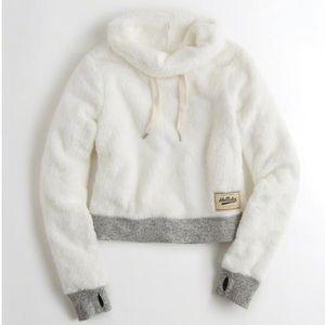🍁🥧 Hollister white fluffy hoodie
